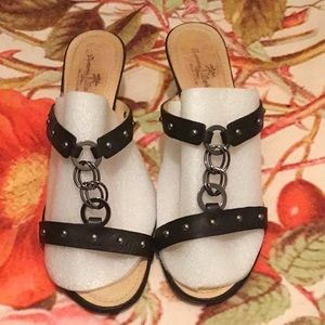 Take 60% OffTommy Bahama Leather Sandals